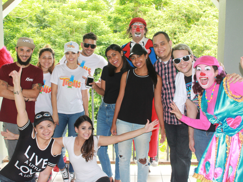 """Lazos de Amor"" Visit's Children's Shelter"